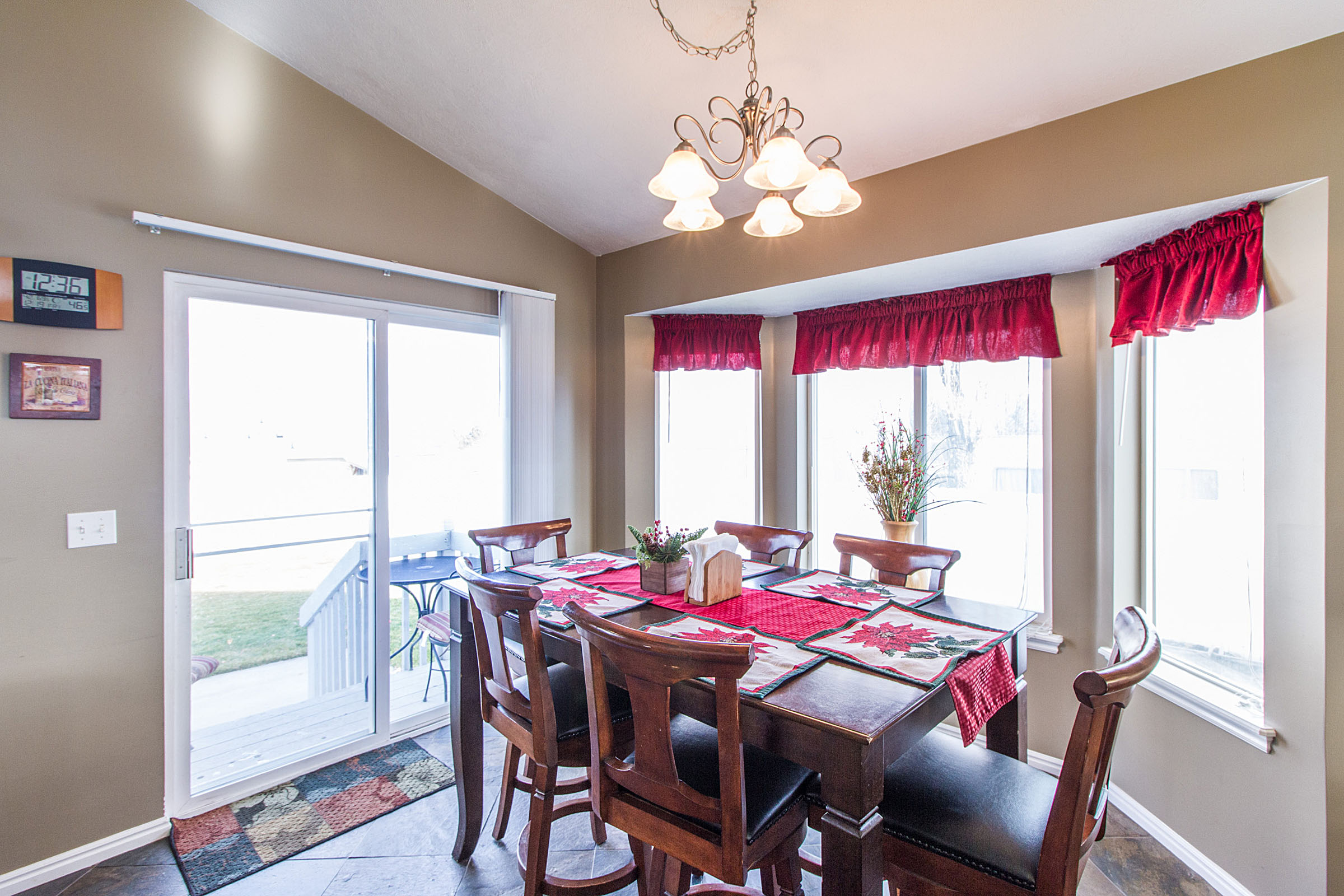 1485641_Dining-Area_high