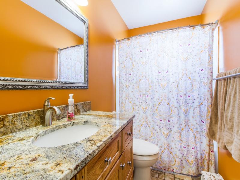 1603073_Bathroom-One_800x600
