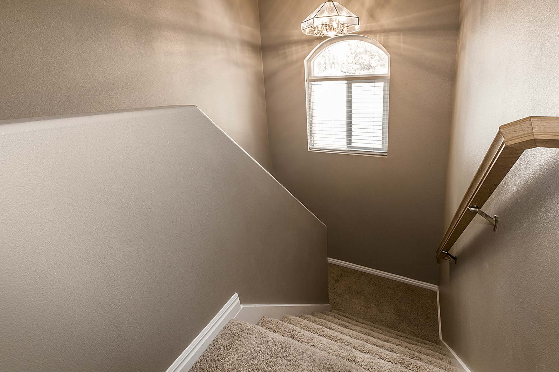 UpstairsHall_1800x1200_2476692