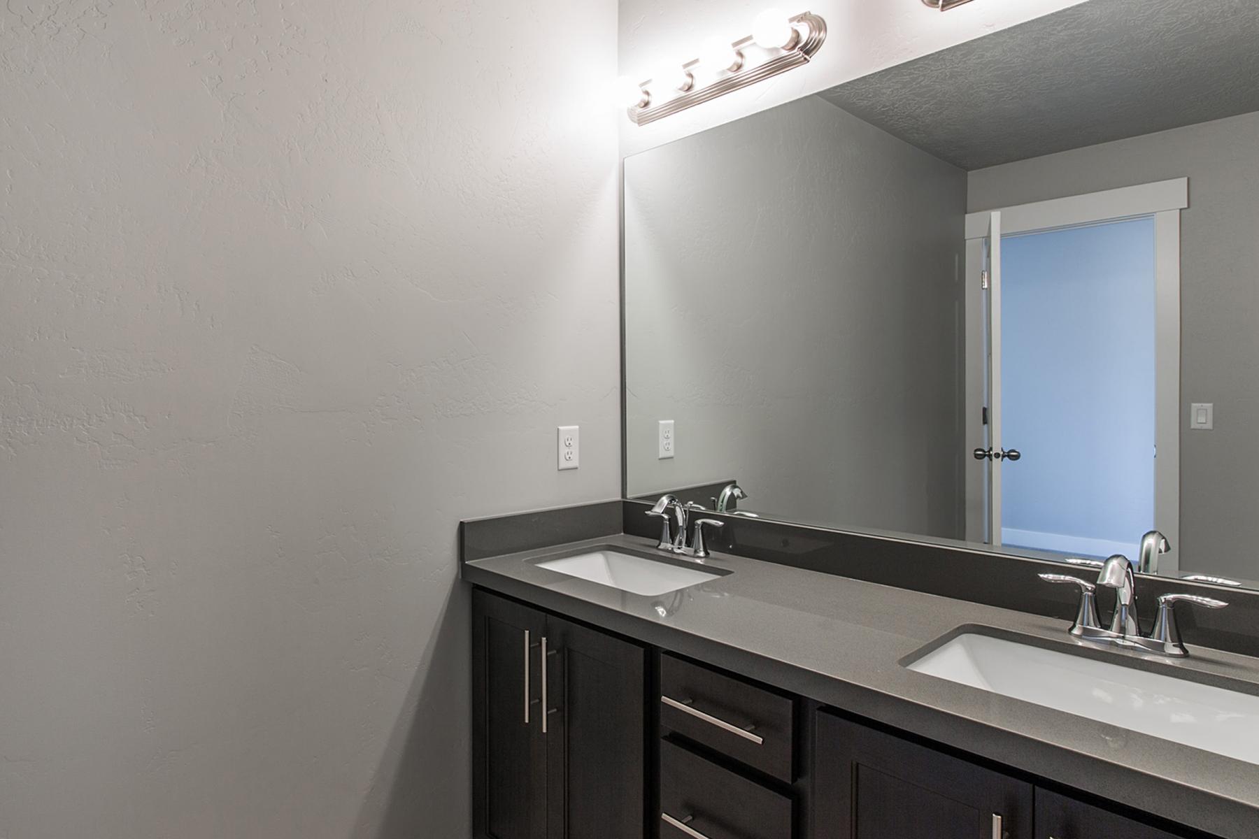 Bathroom-02_1800x1200_2517561