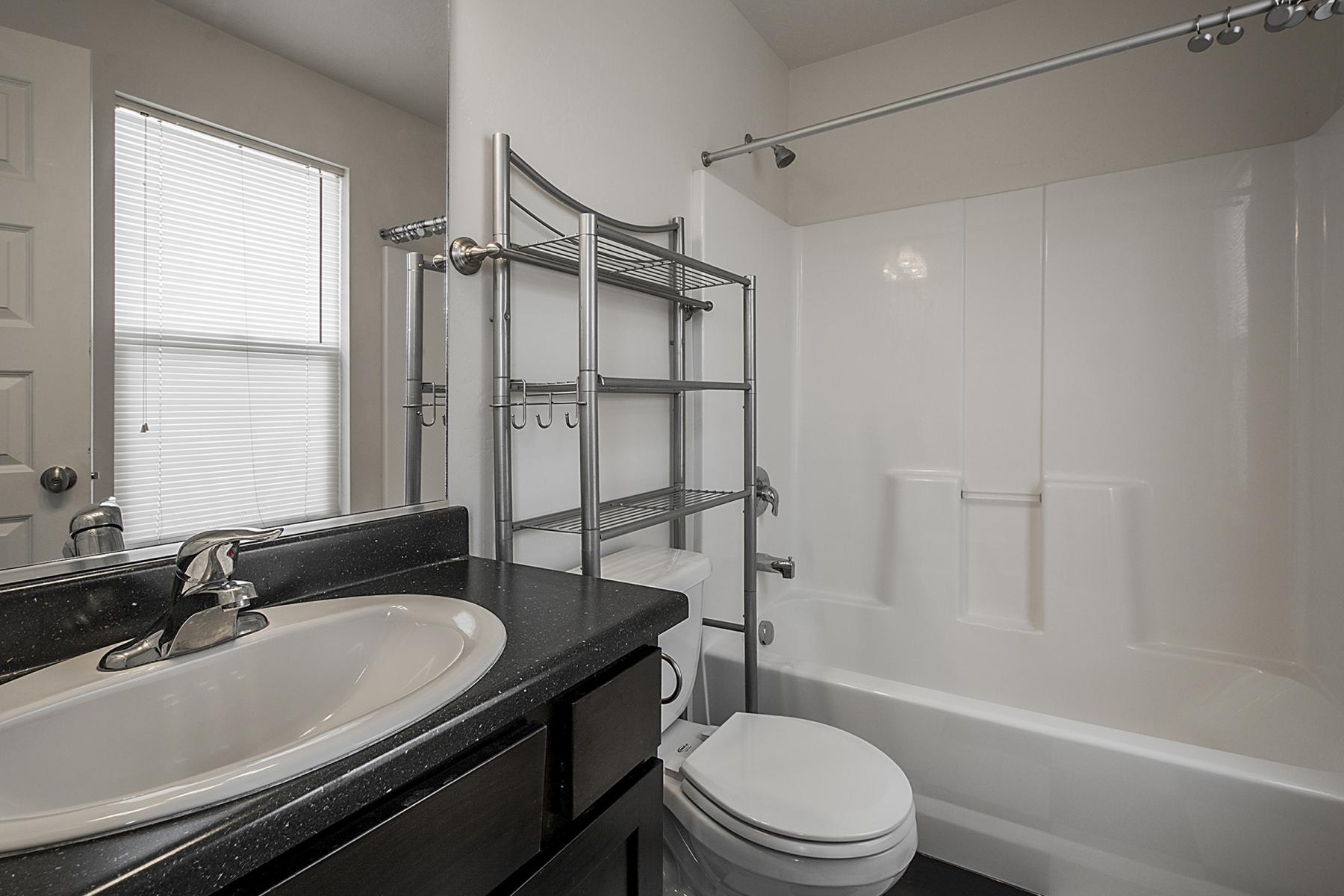 BathroomTwo_1800x1200_2515436